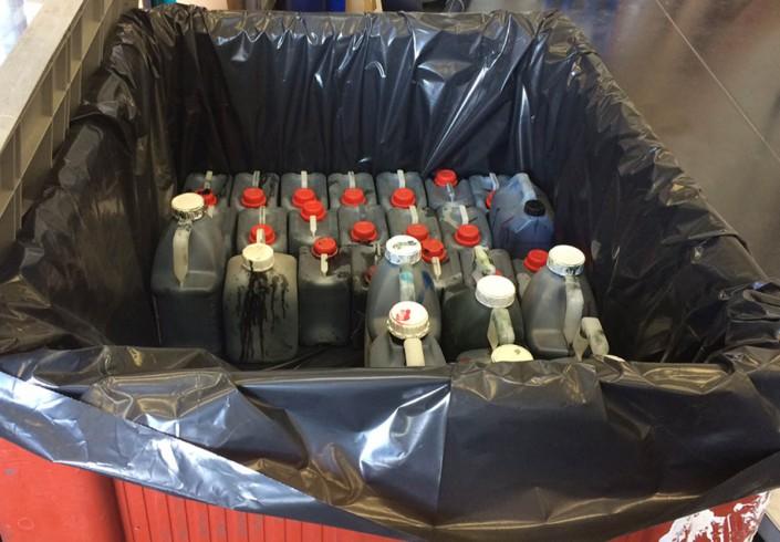 Stockage des encres usagées pour enlèvement et recyclage par Pena Environnement
